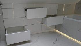 szafka łazienkowa na zamówienie w białym lakierze